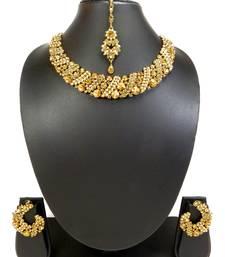 Golden Partywear Delicate Necklace Set With Maang Tikka