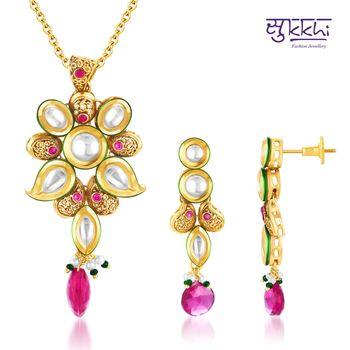 Sukkhi Kundan Gold plated Glorius Pendan