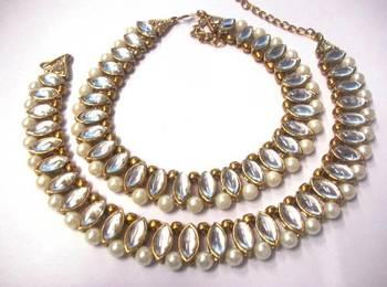 Golden kundan pearl anklet