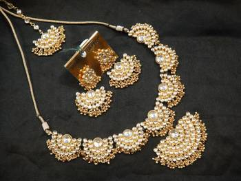Design no. 8B.1753....Rs. 7500....Pre order set. - will be made in 15 days after payment.