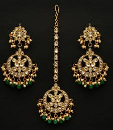 Green color imitation peral kundan earrings with maang tikka