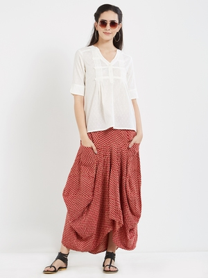 Off white  dobby pleated top with a sleeve with cuffs