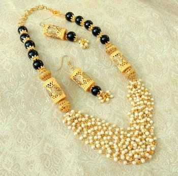 Elegent Black Brass Pearl Beaded Mala Necklace Set
