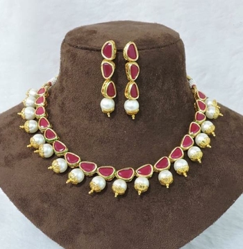 Red Coloured Kundan And Pearls Uncut Necklace String Set