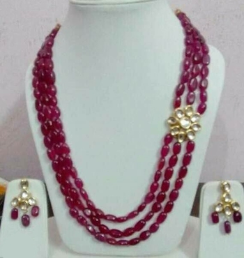 Kundna And Red Mani Stones Necklace Set