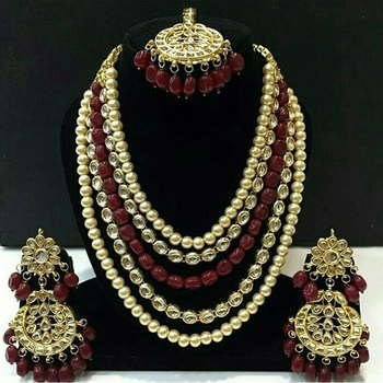 Kundan And Red Onyx Necklace Set With Mangtikka