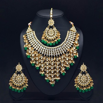 Green Color Imitation Pearl Kundan Necklace With Earring And Maang Tikka