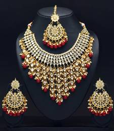 Maroon Color Imitation Pearl Kundan Necklace With Earring And Maang Tikka
