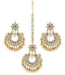 White Color Imitation Peral Kundan Earrings With Maang Tikka