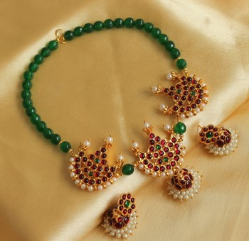Beautiful Kemp Green Moon Designer Pendant Necklace Set