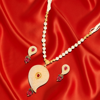 Pearl Keri Necklace Set for Woman with Earrings