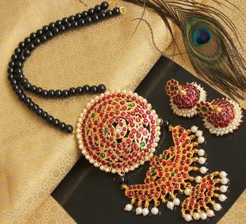 Beautiful Kemp Green Pearl Big Pendant Designer Necklace Set