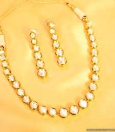 Elegant Single Line Kundan Necklace