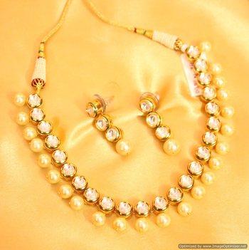 Elegant Kundan Meenakari Pearl Necklace Set