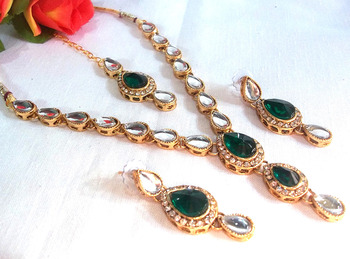 Green tilak kundan necklace set