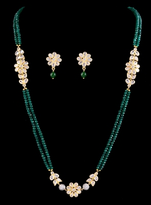 Emerald And Kundan Designer Necklace Set