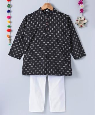 Printed Black Kurta With White Pajama