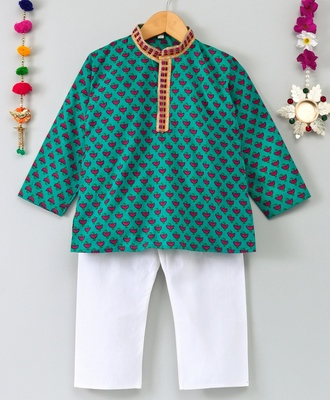 Printed Green Kurta With White Pajama