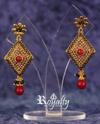 Royal Design Polkis  Earrings, Pearls Studded
