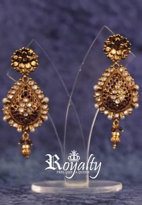 Olden Era Purple-Red Diamond Earrings