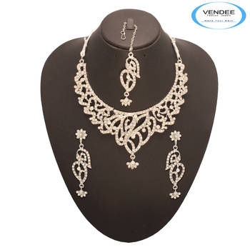 Vendee Fashion Remarkable Diamond Neckla