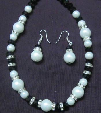 Black & white pearls set