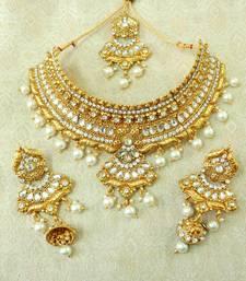 LALSO White Kundan Pearl Gold Plated Wedding Bridal Choker Neckalce Earring Set With Maangtikka - LCN18_WT