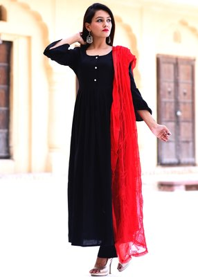 Black Plain Crepe Kurta With Trouser