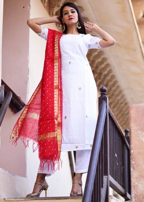 White embroidered crepe kurta with trouser