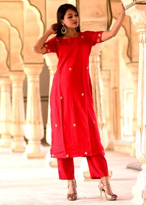 Red embroidered crepe kurta with trouser