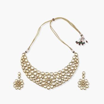 Flower shaped kundan choker with matching flower kundan earrings