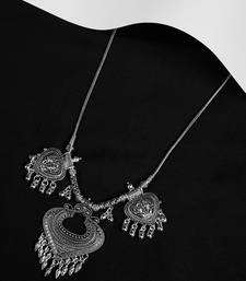 Zerokaata Embellished Oxidized Silver Chain Necklace With Heart Pendants
