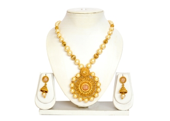Polki Stone Pendal With Earrings
