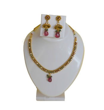 Golden Metalic Ruby Green Necklace With Earrings