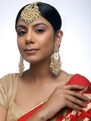 Kundan Teeka With Earrings