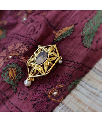 Gold plated Phulwar Brooch with wood and pearls