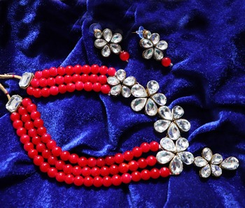 Red diamond necklace sets