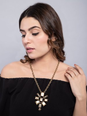 Gold Chain And Champagne Stone Pendant Necklace
