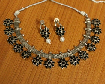 Black Necklace Sets