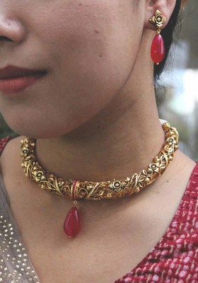 Intricate Emboss Work Temple Hasli Necklace Set