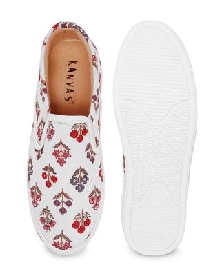 Men White Printed Sneakers