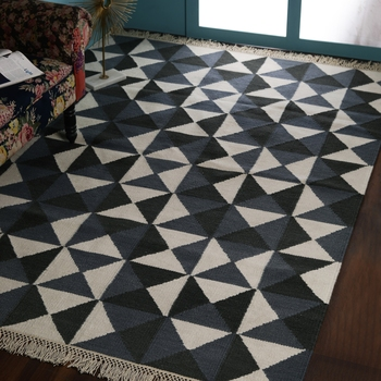 PEQURA Grey Woollen Geometric Patterned Rectangle Carpet