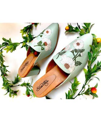 Mint Green Daisy