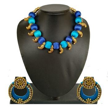 Blue collar-necklace