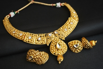 gold tone delicately crafted choker necklace set