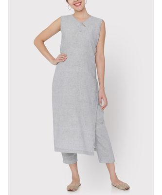 Handloom light grey sleeveless suit