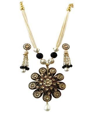 Black Takkar Work Royal Pearl Neckalce