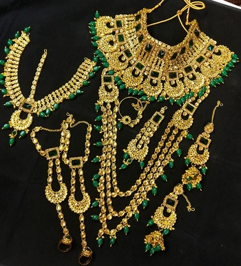 Latest Indian Bollywood Kundan Green Pearl Golden Full Bridal Jewelry set