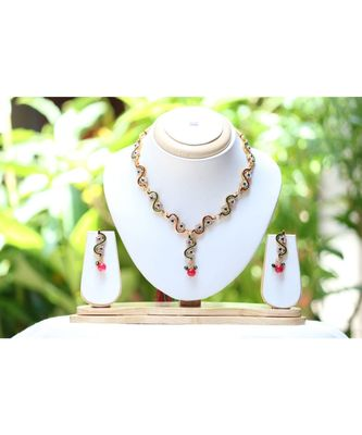 Reeti Fashions Green and Maroon Color Diamond Elegant Look Necklace Set