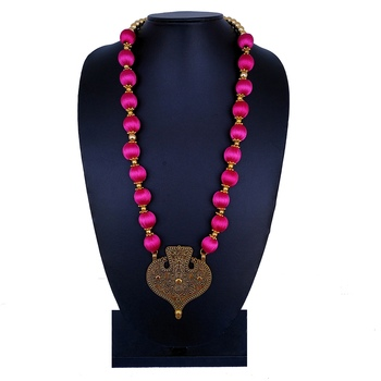 Pink party-jewellery